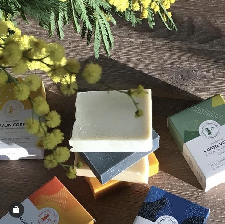 3 savons au choix - Vendeur à domicile indépendant - vente directe en cosmétiques - cosmétiques naturelles - apithérapie - produits de la ruche - made in France - Secrets de miel - anti-âge - anti-tâches - anti-rides - save the bees - sauver les abeilles
