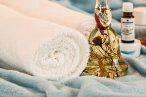Des huiles essentielles pour l'été - mal de voiture - mal de mer - démangeaisons - maux de tête - huiles essentielles - article de blog - secrets de miel