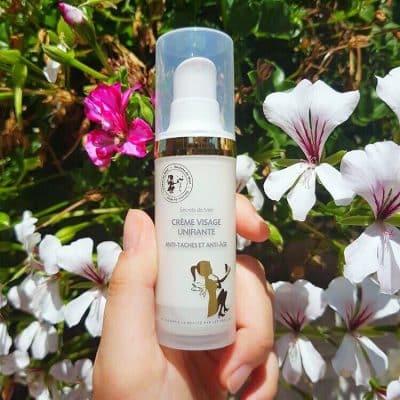 Crème visage unifiante - Vendeur à domicile indépendant - vente directe en cosmétiques - cosmétiques naturelles - apithérapie - produits de la ruche - made in France - Secrets de miel - anti-âge - anti-tâches - anti-rides - save the bees