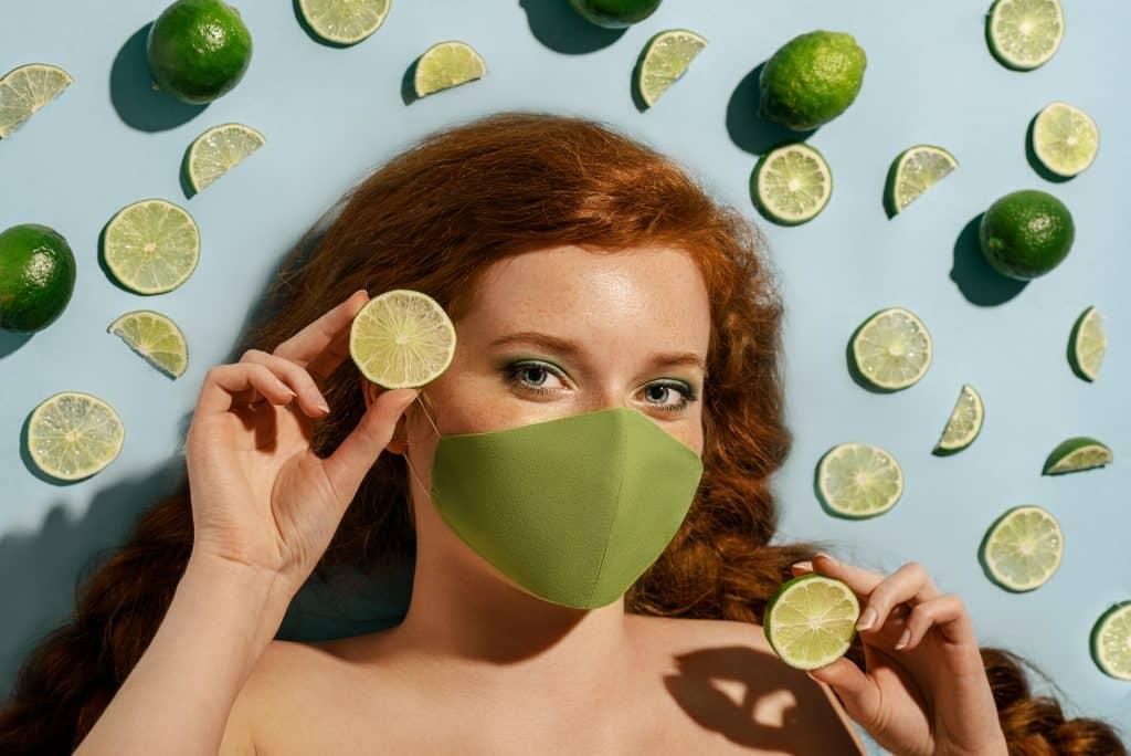 boutons à cause du masque - Maskne - secrets de miel - remèdes naturels acné - cosmétiques naturels - apithérapie - bienfaits du miel - produits de la ruche -